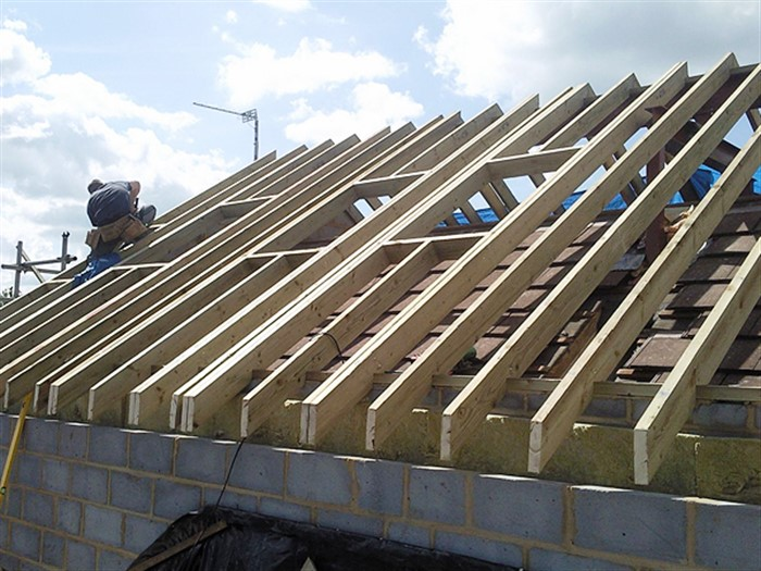 Cut roofs wood n head carpentry for Garage building contractors